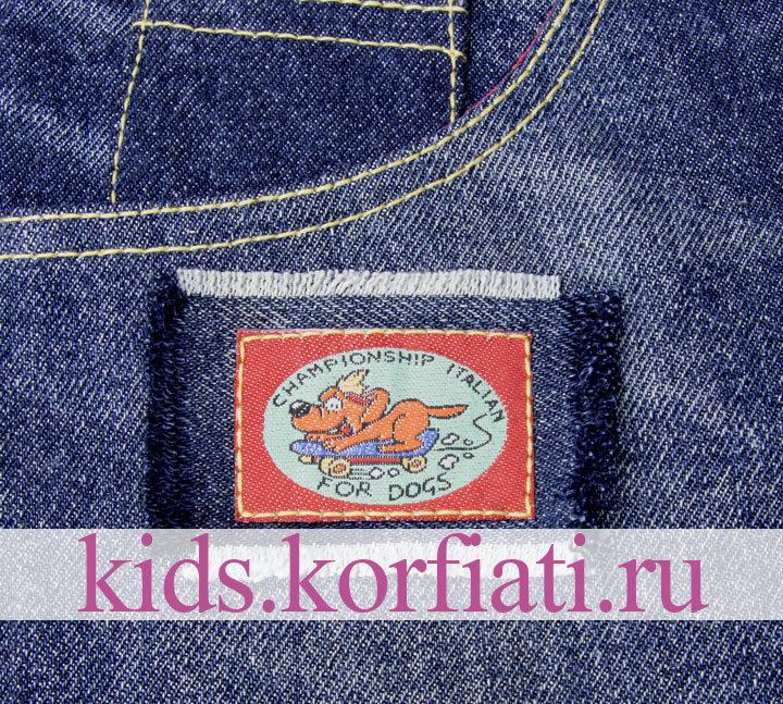 Аппликация на кармане джинсовых брюк